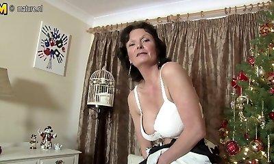 Killer British MILF loves to masturbate