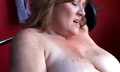 Beautiful chubby amateur Milf has some huge mammories and a fat