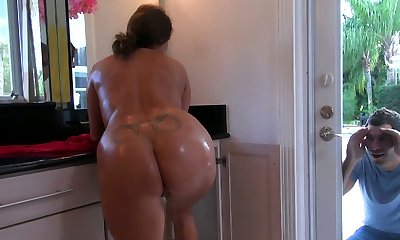 Hefty mother takes a shower soaping her voluptuous body and afterward gives a quality blowjob