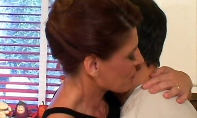 Cougar mommy Linda Roberts seduces a young dude