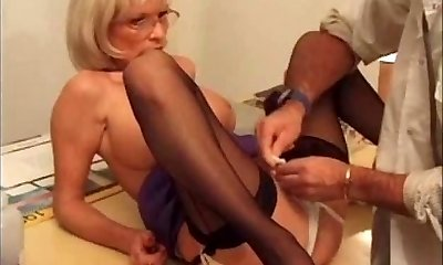 Pussy pierced mature biotch getting vagina with piercing fisted