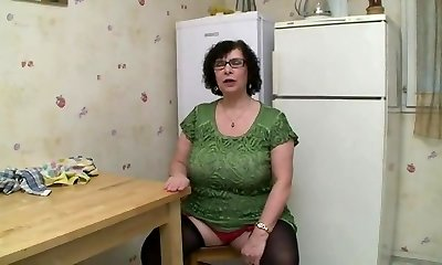 AMATEUR BBW Good-sized TITS Grannie PISSING SEX