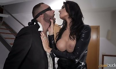 Handsome mommy in latex Ania Kinski gets drilled properly