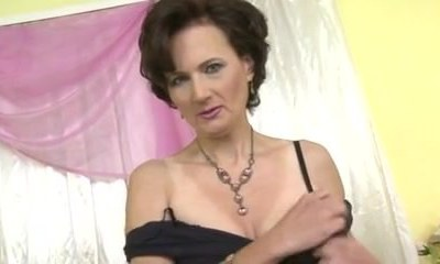 Stunning mature shows off her labia