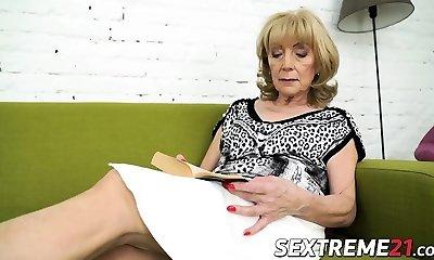Nasty grandma Szuzanne needs Olivers boner to tear up her pussy