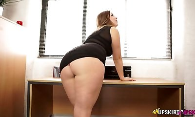 Nasty mommy with fine whooty Anna Joy flashes her buttocks