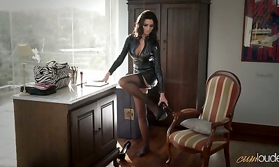 Jaw-dropping mommy in latex Ania Kinski gets drilled properly