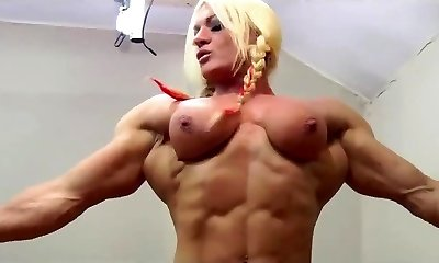 Mature BBW gets strapon by a muscle lady