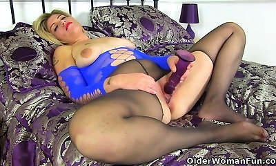 English cougar Emma fucks her shaven vag with a dildo