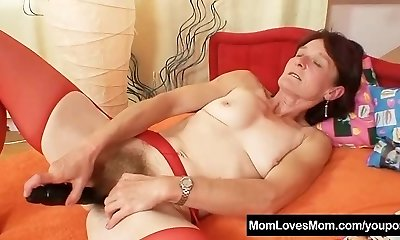 Ugly granny Matylda opens up and fucktoys hairy pussy