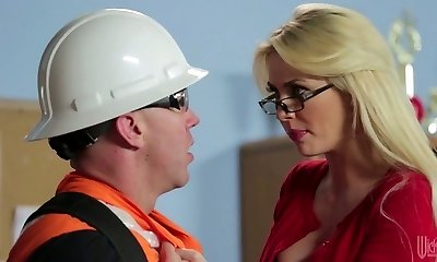 Blond mature in glasses Gigi Allens nails a hot builder