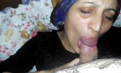 Hijab Mommy Blowjob Kopftuchschlampe am blasen