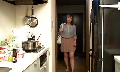 Yui Hatano and Friends in Crawling the boss wife