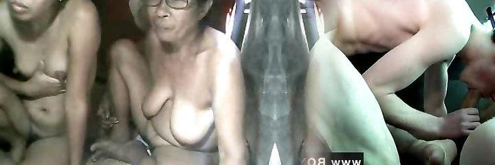 la abuela filipina y no su nieta exhibiendo en webcam