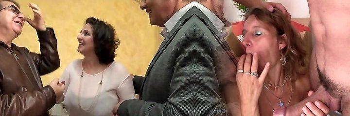 patrzy, jak jego żona romina przybity w групповухе