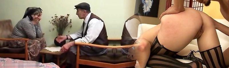 yasli amca turkanli karisini sikiyor türkçesi