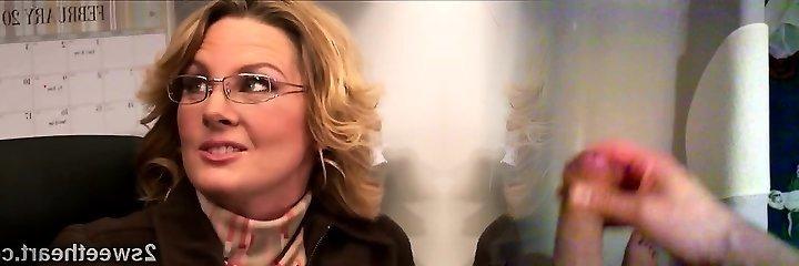 Grote gestapelde volwassen secretaris treinen haar nieuwe sexy mate