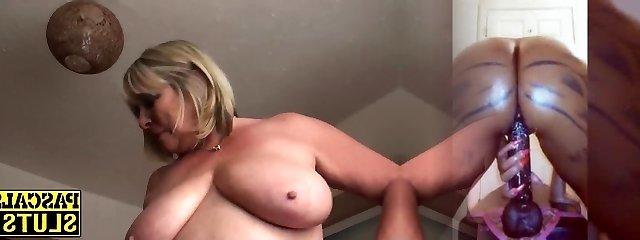 tombul olgun perisi temiz traşlı vajina ecstatically ellerken