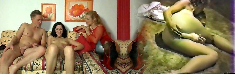 alman anne ve genç bir duo eğleniyor