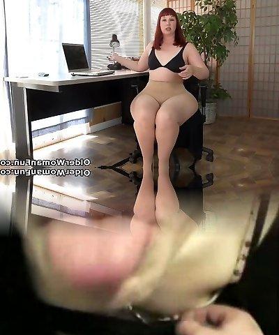 American milf Scarlett opens up her thunder thighs