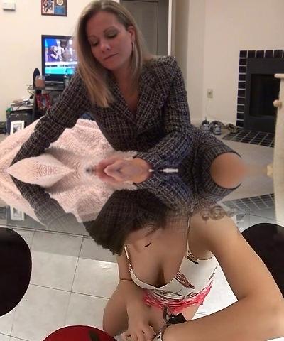 mummy gives pantyhose foot job D10