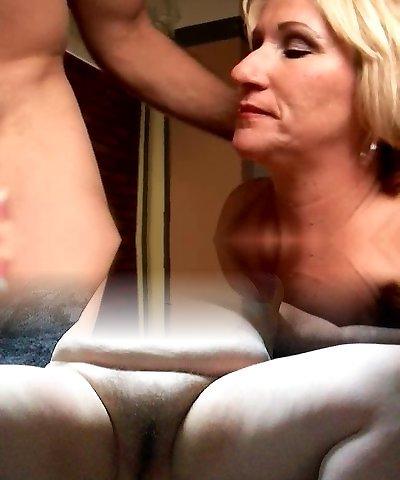 Kinky mature babe Molly gives a muddy rimjob