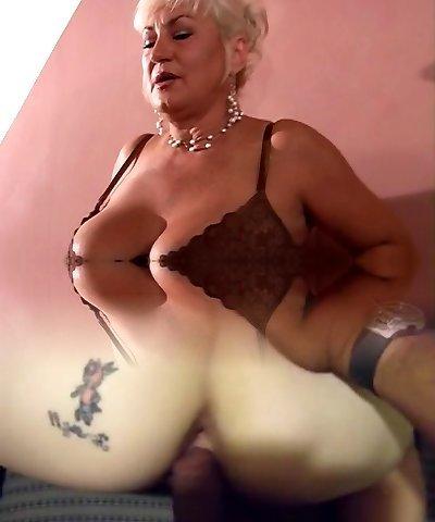 Molten MILF gets cock