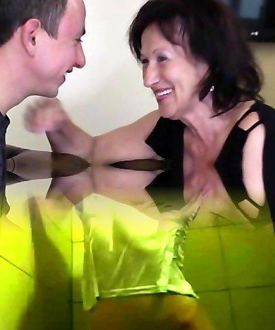 Cute gal anal squirt