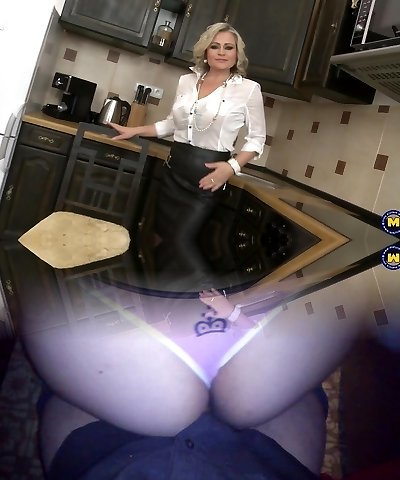 Super mother with saggy tits and good-sized pussy