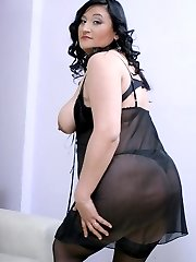 Sexy BBW Claudia gargles on a rock hard meat before taking it inside her plumpy pussy