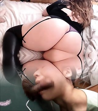 Plus-size Toying With Her Ass