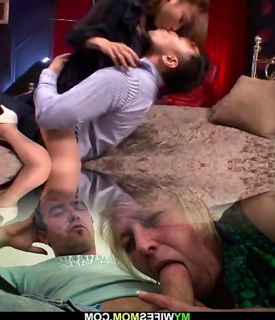 Deep Kissing and Hook-up