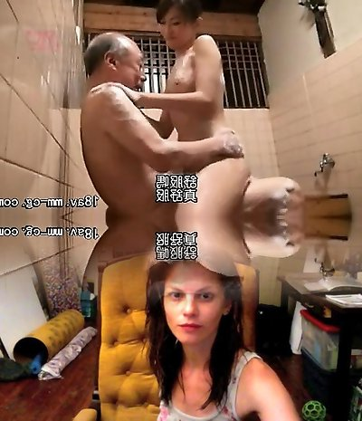 Aamazing Asian fledgling takes a shower