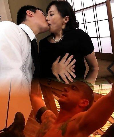Sexy Japanese milf fucking gonzo
