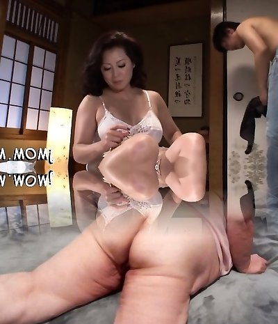 Stunning mature s/m playgirl screams hard as she gets fucked