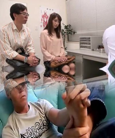 Japanese couple going to fertility clinic