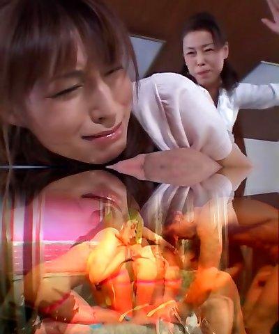 Crazy Japanese super-bitch Karen Kisaragi, Mari Aoi in Uber-sexy Cunnilingus JAV video