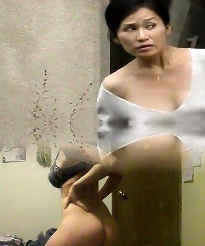 Mature Japanese bitch gives my dick a steamy deep blowjob