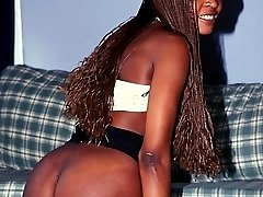 Nubian goddess lathers up and shaves her pussy