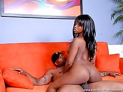 Bootylicious black beauty gets her shaved twat licked