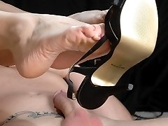 This kinky starlet with perfect body is well known for her beautiful sexy feet and toes Tammie...