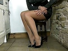 Melinda loves having her feet and high heels kissed, so why dont you try kissing her stunning...