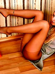 Hottie in black tights sucking her amazing feet embellished with bracelets