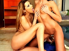 Two sexy babes tonguing each others sweet pussy