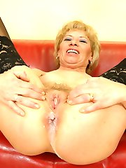 Mature slut gets filled with a warm surprise