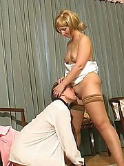Nasty mom is obsessed with carnal desires to fuck with her well-hung barman