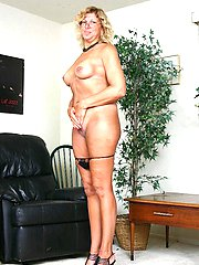 Blonde granny Alicia lifts up her top to show off her saggy racks while sucking a cock