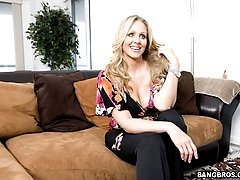 Not only is Julia Ann an experienced to the boots MILF.. she incredibly hot. Shes got boobs to...