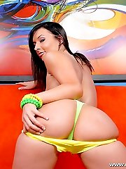 Brunette shows off her big butt in a green thong