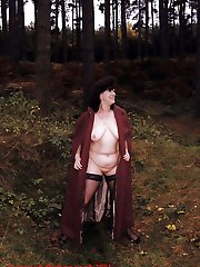 Chubby mature woman showing her body in the wild